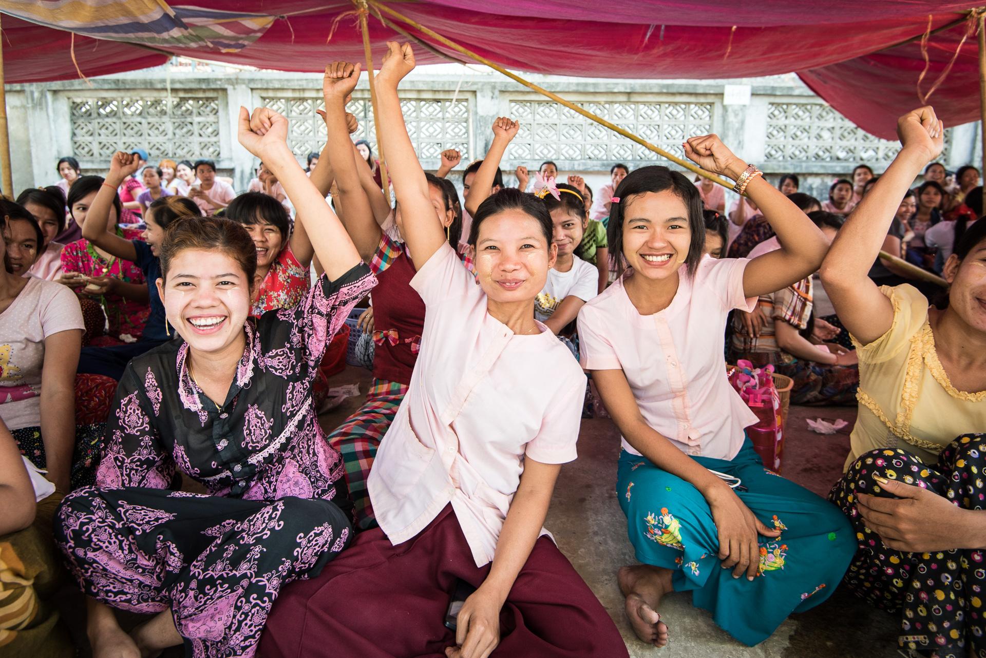 Stakende kledingarbeidsters in Yangon, Myanmar